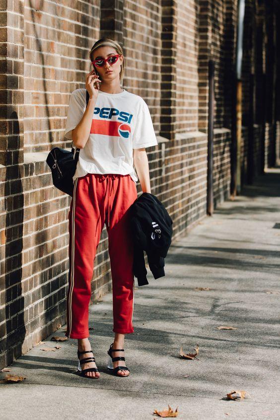 спорт-шик, стрит стайл, футболка, красные треники