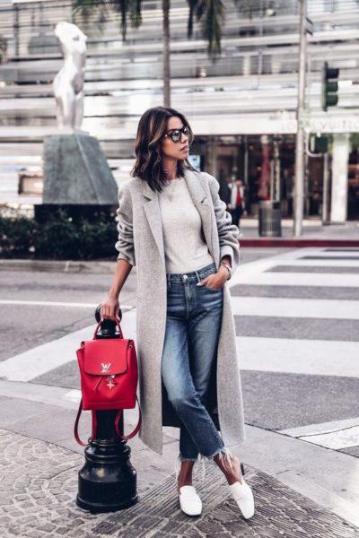 спорт-шик, красный рюкзак, пальто, девушка в пальто